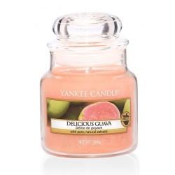 Yankee Candle Small Jar Mała świeczka zapachowa Delicious Guava 104g