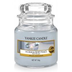 Yankee Candle Small Jar Mała świeczka zapachowa A Calm & Quiet Place 104g